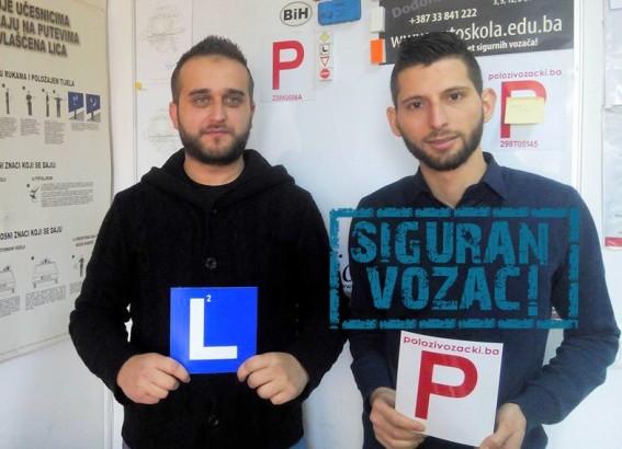Čestitamo na uspješno položenom ispitu iz upravljanja m/v B kategorije Instruktor Adnan i novi vozač Mohd A